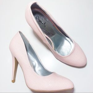 🎁 Qupid Light Pink Patent Perforated Pumps